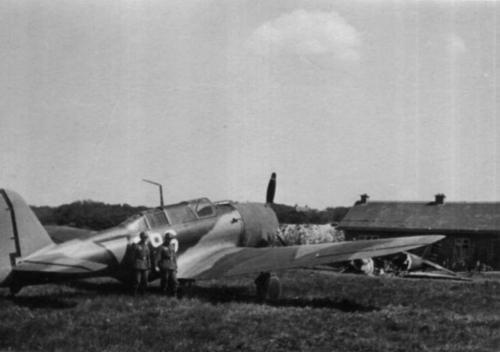 Douglas 8a-3N (396) op Ockenburg met Duitse bewaking