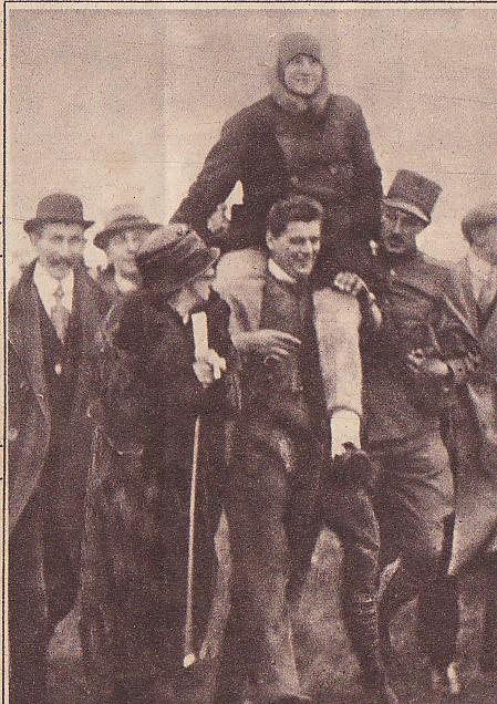 Parachutist Huizinga na zijn sprong (Collectie Hans Klok)