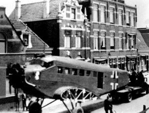 Afvoer van Junker door Willem III straat te Loosduinen