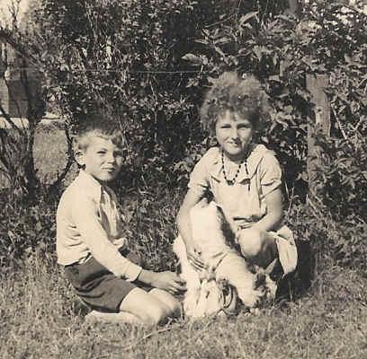 John van der Wouw en zijn zuster - Duinlaan 1940